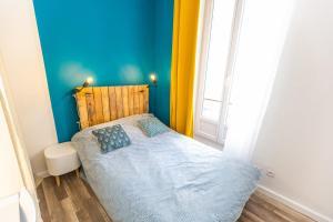 A bed or beds in a room at Hypercentre T4 à 7 min à pied du Vieux Port