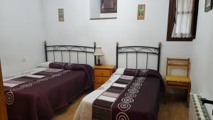 Cama o camas de una habitación en CABORZAL casa rural completa