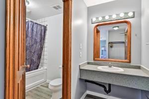 A bathroom at Samesun Banff