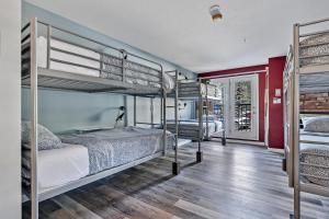 A bunk bed or bunk beds in a room at Samesun Banff