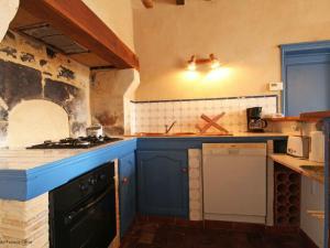 A kitchen or kitchenette at Gîte Le Theil, 3 pièces, 5 personnes - FR-1-497-72