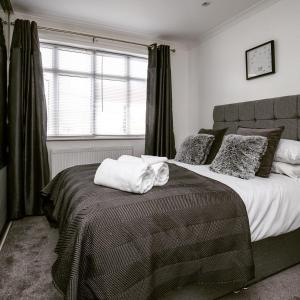 A bed or beds in a room at Brooklyn Place