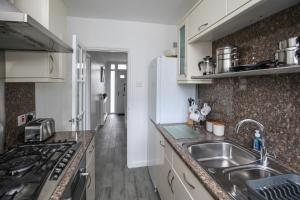 A kitchen or kitchenette at Brooklyn Place