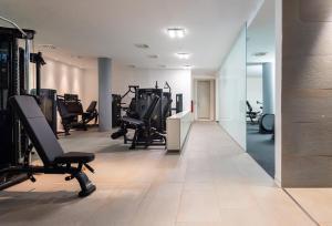Das Fitnesscenter und/oder die Fitnesseinrichtungen in der Unterkunft DoubleTree by Hilton Frankfurt Niederrad