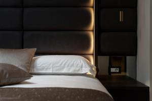 A bed or beds in a room at Hotel Cittar