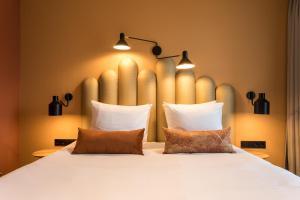 Ein Bett oder Betten in einem Zimmer der Unterkunft Hotel Zeeuws Licht I Kloeg Collection