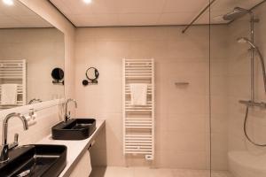 Ein Badezimmer in der Unterkunft Hotel Zeeuws Licht I Kloeg Collection