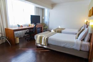 A bed or beds in a room at Quality Porto Alegre