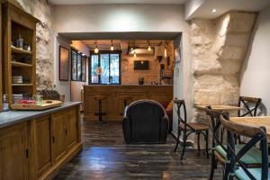 Ein Restaurant oder anderes Speiselokal in der Unterkunft Hôtel La Muette