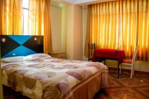 A bed or beds in a room at Hotel Shalom Huaraz