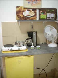 A kitchen or kitchenette at Studette-Bonbonnière