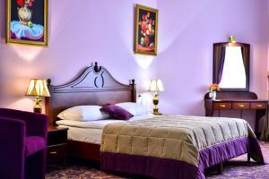 Кровать или кровати в номере METROPOL HOTEL Yerevan