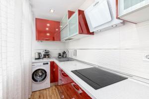 Een keuken of kitchenette bij Luxury Home On The Beach by Rafleys