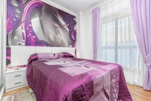 Een bed of bedden in een kamer bij Luxury Home On The Beach by Rafleys