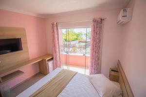 Cama ou camas em um quarto em Pousada Baía dos Açores