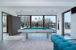 A billiards table at Błękitne Wzgórze