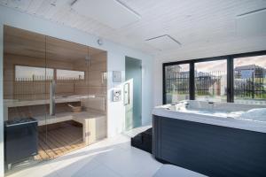 A bathroom at Błękitne Wzgórze