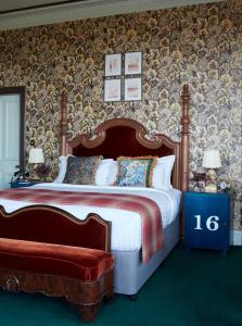 A bed or beds in a room at Marine & Spa North Berwick