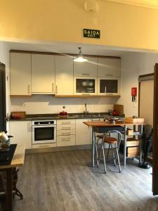 A kitchen or kitchenette at Casa da Encosta Douro Valley