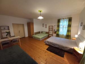 Кровать или кровати в номере Penzionek U Františka