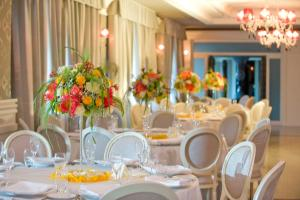A restaurant or other place to eat at Hotel Giulia Ocean Club
