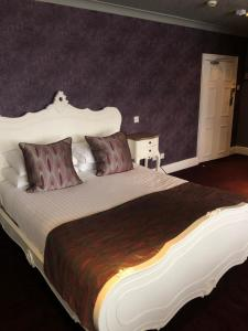 A bed or beds in a room at The Vine Hotel, Skegness