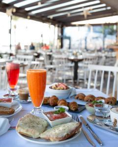 Breakfast options available to guests at Apartamentos Llobet Ibiza