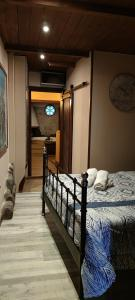 A bed or beds in a room at Hostal Medievo