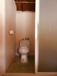 Un baño de Hotel & Cabañas Zazil Kin Tulum