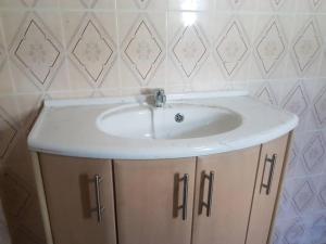A bathroom at BINTOU BAYO