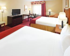 A bed or beds in a room at Holiday Inn Express Hotel & Suites North Little Rock, an IHG Hotel