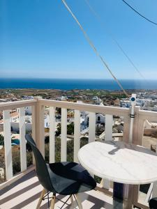 A balcony or terrace at Lefteris Traditional Rooms