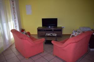 Телевизор и/или развлекательный центр в Apartment Murka