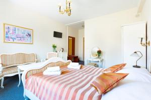 A bed or beds in a room at Hotel Salis