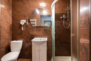 A bathroom at Hotel Salis