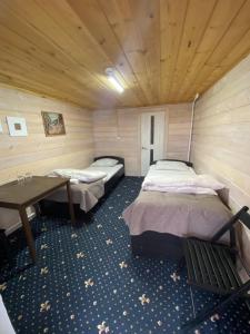 Кровать или кровати в номере Гостиный Двор Ольхонский