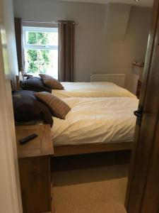 A bed or beds in a room at Maypole Farm