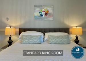 A bed or beds in a room at Harborage Inn on the Oceanfront