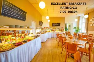 A restaurant or other place to eat at Metropolitan Old Town Hotel - Czech Leading Hotels