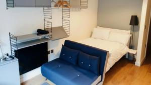 A seating area at Stay Angels Blonk Street Sheffield Luxury Apartments