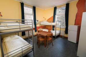 A bunk bed or bunk beds in a room at Hostel Alex 30