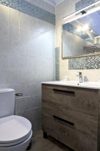 A bathroom at Hôtel du Golfe