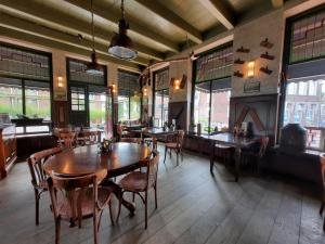 A restaurant or other place to eat at Hotel Stadsherberg Sneek