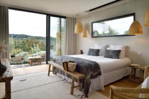 A bed or beds in a room at Domaine de Peretti della Rocca