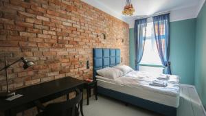 A bed or beds in a room at Apartamenty Szeroka 23