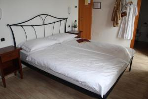 A bed or beds in a room at Agriturismo Al-Bor