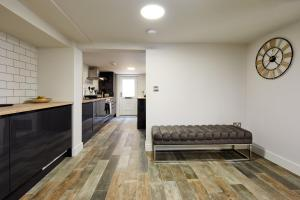 A kitchen or kitchenette at Coppergate Mews 1