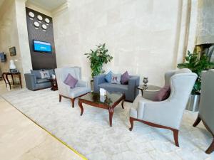 A seating area at Mercure Corniche Al Khobar