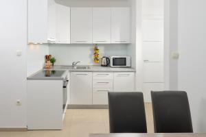 A kitchen or kitchenette at Villa Ivano