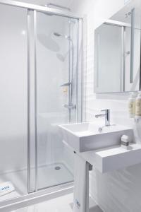 A bathroom at Zurin Charm Hotel